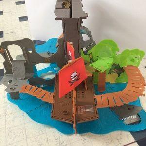 $10 bundle item💐 MATTEL pirate ship island